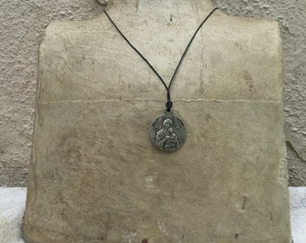 Mary and child pendant ! Latin phrase on rear with priest and cross and skull ! Intersting piece !