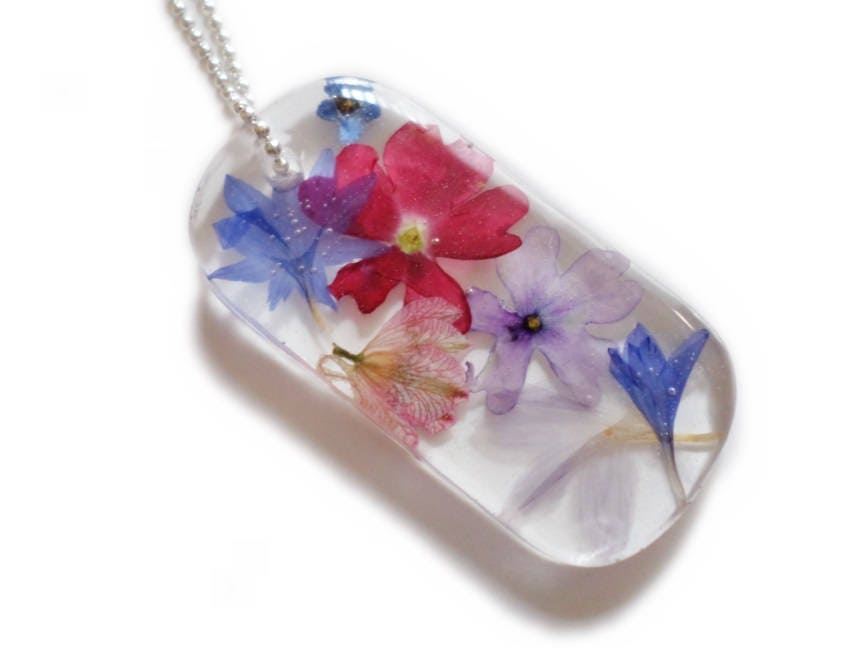 Resin and flower dog tag necklace pressed flowers rainbow resin and flower dog tag necklace pressed flowers rainbow nature jewelry red blue purple pink valenwoodvixen ready to ship solutioingenieria Image collections