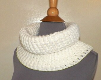 White Outlander Scarf Cowl Infinity Chunky Circle Neckwarmer Winter Crochet Knit Womens