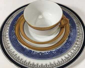 Mismatched Plates Setting Vintage Blue Willow