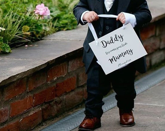 Daddy here comes your bride aisle sign