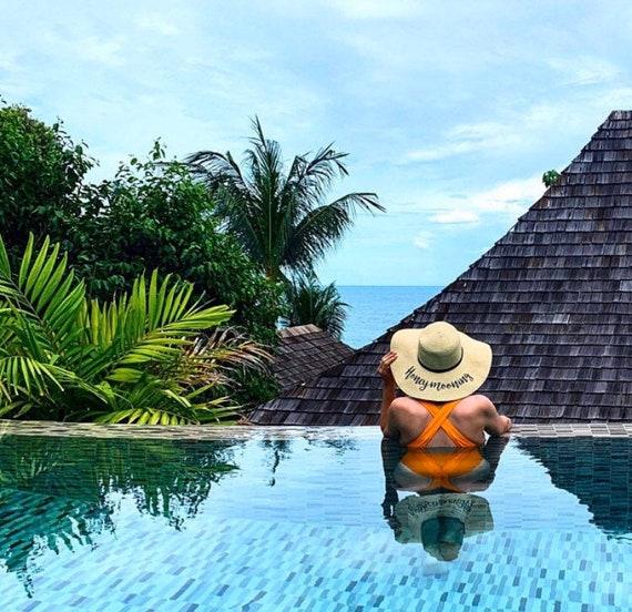 Honeymoon beach hat