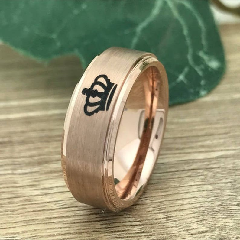 Personalize Engrave Tungsten Ring,Rose Gold Plated Tungsten Band with Crown King /& Queen Design 8mm6mm Couples King and Queen Rings
