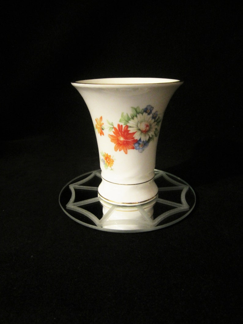 Collectible! with larger flowers displayed in mid-section Floral Vase 1940/'s Bavaria Schumann Germany US Zone-floral portrayal around vase