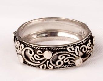 Floral design Vintage Silver ring band.