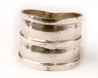 Vintage Bali Silver ring. Wide band.