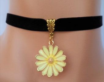 daisy velvet choker, black velvet choker, flower choker, flower necklace