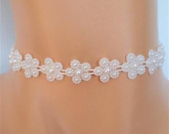 white daisy choker, bridesmaid necklace, daisy necklace, bridal