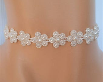cream daisy choker, ivory daisy choker, bridesmaid necklace, daisy necklace, bridal