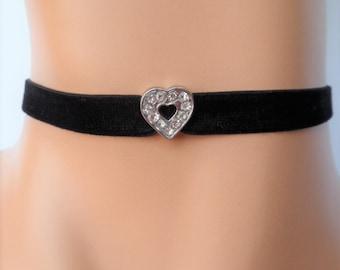 heart velvet choker, heart choker, black velvet choker, heart necklace