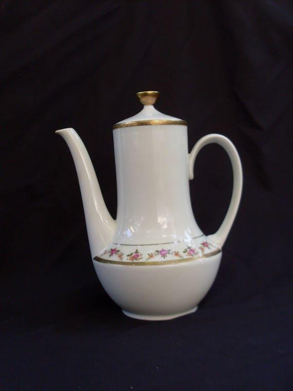 Teiera in porcellana con coperchio