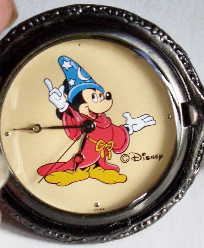 Disney Zauberer Limitierte Edition Mickey Mouse Taschenuhr Er Ist Im Bild Als Zauberer Auf Das Zifferblatt Im Ruhestand Neu Schwer Zu Finden