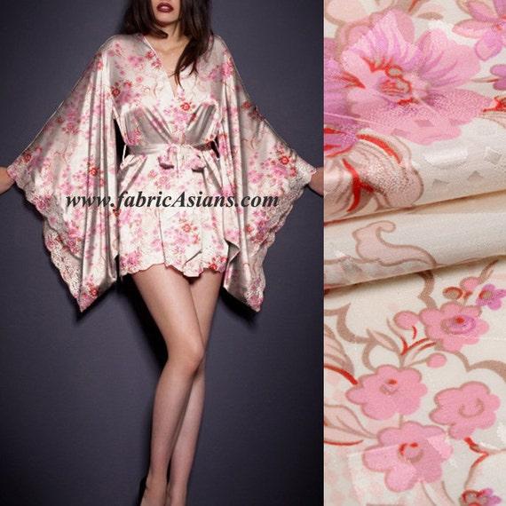 tissu de soie coton imprim e fleurs rose tissu kimono vente au etsy. Black Bedroom Furniture Sets. Home Design Ideas