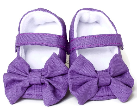 Baby girls shoe, baby Mary Janes, Purple Mary Jane soft sole baby girl shoes, with over sized bow