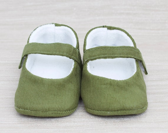 Baby shoes, baby girl shoes, Olive Green shoes, baby mary Jane, Green baby shoe, Green corduroy Mary Jane girls shoe.