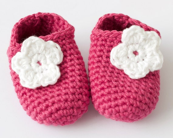 Baby shoes, baby shoes girls, baby girls shoes, crochet baby booties, girls booties, newborn shoes. Pink & white crochet booties