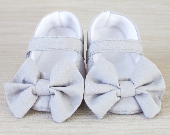 Baby girl shoe, baby shoe, baby shoe girls, Mary Jane, baby girl, light grey Mary Jane soft sole baby girl shoes, with over sized bow