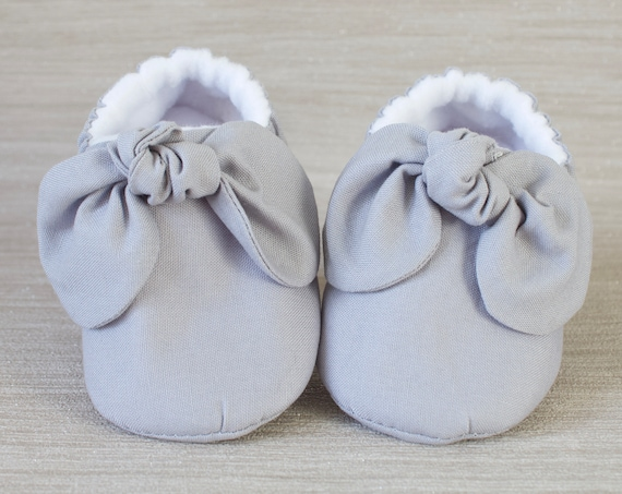 baby girl shoe, baby shoe with bow, grey baby girl shoe, girls shoe, girls mocc with bow detail.