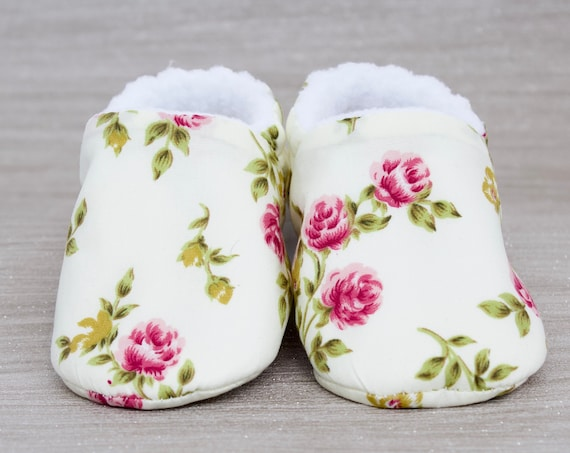 Baby girls shoes, booties and crib shoes. girls shoes, baby shoes, miniature rose fabric girls shoes. baby shower gift. new baby girl.