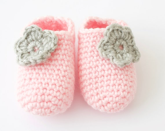 Baby shoes, baby shoes girls, baby girls shoes, crochet baby booties, girls booties, newborn shoes. Grey and pink crochet booties