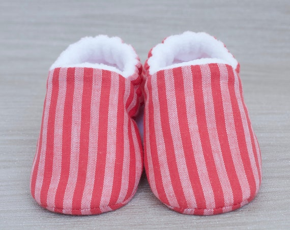 Baby girls shoes, booties and crib shoes. girls shoes, baby shoes, Pink candy stripe baby girls booties, crib shoes.