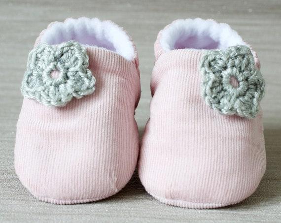 Baby shoe, baby shoe girls, baby girls shoe, pink corduroy baby girls shoes with grey crochet flower.
