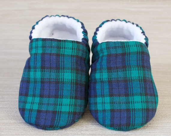 Baby boys shoe, baby shoes boys, baby shoe, tartan shoes, winter baby shoes, booties and crib shoes, green and navy tartan shoe.