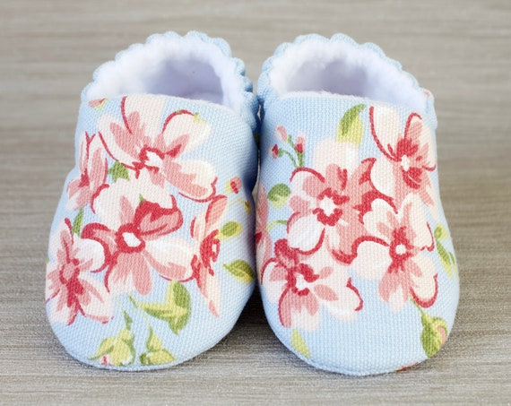 Baby shoes, baby girls shoe, girls shoes, booties and crib shoes, sky blue shoes with pretty pink flowers.