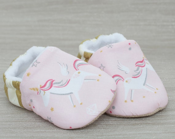 Baby shoe, baby shoe girls, girls shoes, baby girls shoes, Pink cotton unicorn baby girl shoes, featuring a golden heel.