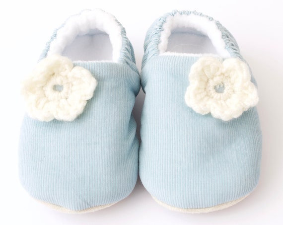 Baby shoe, baby girls shoe, baby shoe girls, blue baby shoe, baby shoe uk, dotty robin baby shoes. crochet flower.