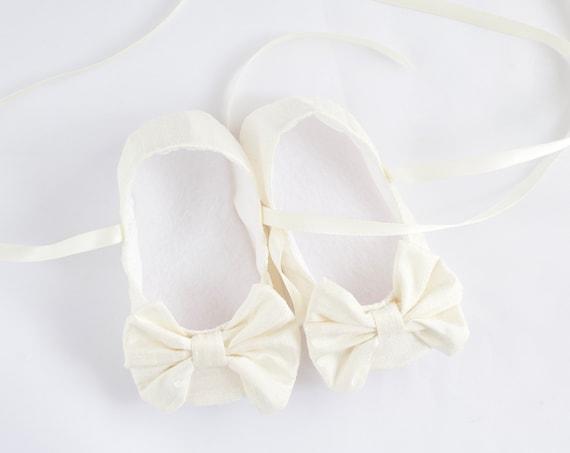 Baby shoe, baby girls shoe, girls baptism, girls christening, Ivory Silk  Christening/ Baptism shoes, girls soft sole with large bow