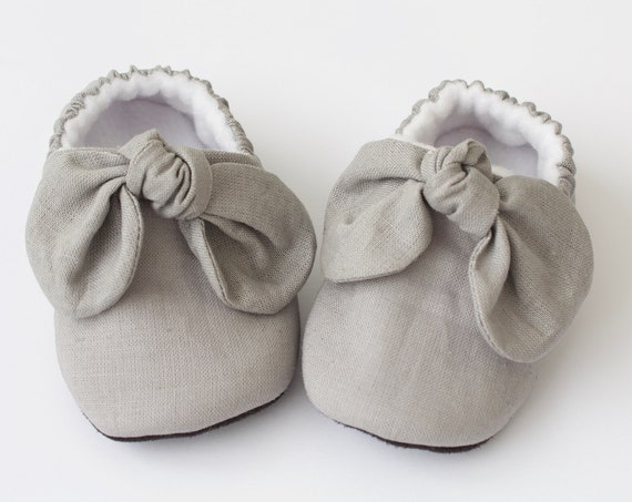 baby girl shoe, baby shoe with bow, grey baby girl shoe, girls shoe, girls mocc with detail.