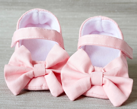 Baby shoe, girls shoe, baby shoe girls, baby girls shoe, Baby Pink Mary Jane soft sole baby girl shoes, with over sized bow