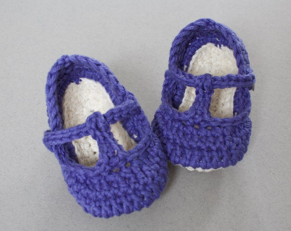 Baby shoes, baby shoes girls, baby girls shoes, crochet baby T Strap, girls booties, newborn shoes. Bluebell and ivory.