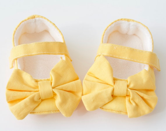Baby shoes, girls shoes, baby girls shoes, baby shoes girls, baby Mary Janes, Pale yellow Mary Janes with oversized bow.