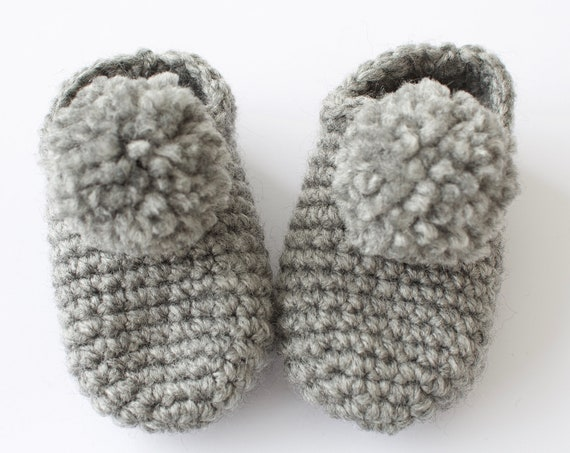 Baby shoes, crochet children slippers, house shoes, child shoe, child slippers, Grey crochet pompom slippers.