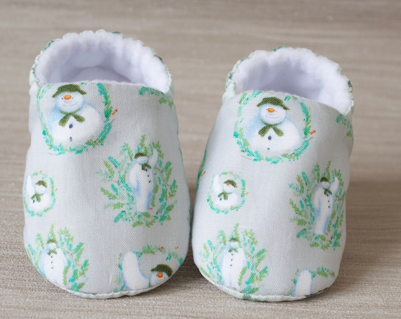 Baby shoes, Christmas shoes, baby girls shoe, baby shower gift, Christmas baby shoe, Grey snowman shoe, booties and crib shoes