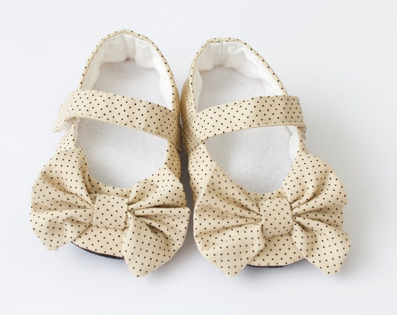 Baby shoes, baby girl shoes, spotty shoe, Mary Jane shoe, special occasion shoe.