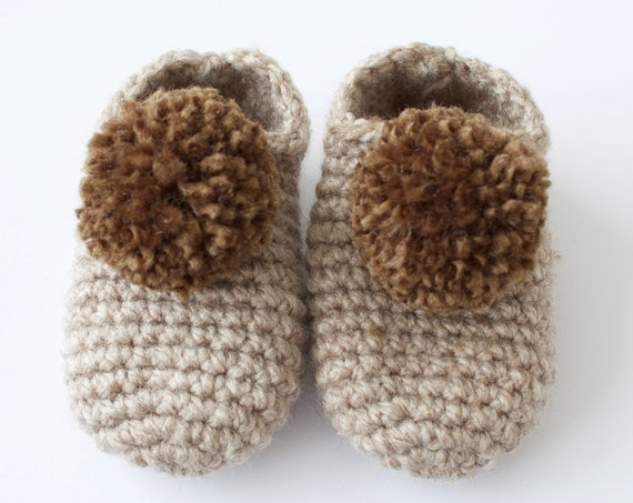 Baby shoes, crochet children slippers, house shoes, child shoe, child slippers, mink and brown crochet pompom slippers.