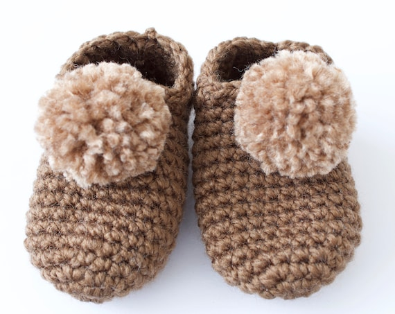 Baby shoes, crochet children slippers, house shoes, child shoe, child slippers, brown crochet pompom slippers.