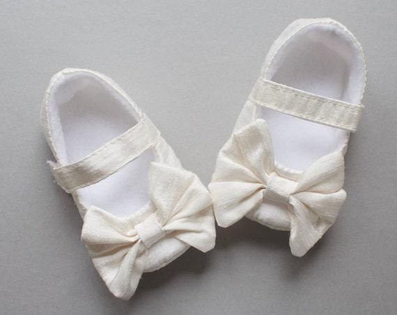Baby girls shoe, baby Mary Janes, ivory silk Mary Jane soft sole baby girl shoes, with over sized bow, christening shoe.