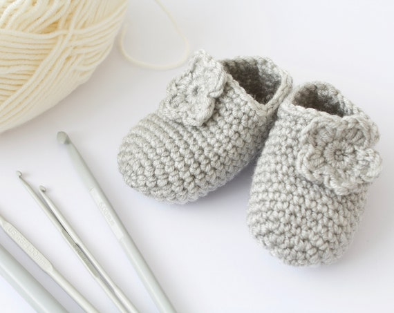 Baby shoes, baby shoes girls, baby girls shoes, crochet baby booties, girls booties, newborn shoes. grey crochet booties