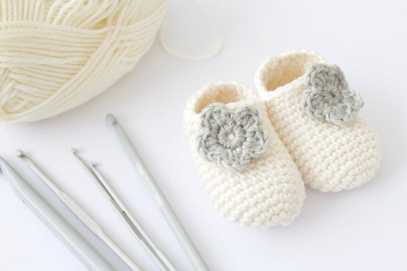 Baby shoes, baby shoes girls, baby girls shoes, crochet baby booties, girls booties, newborn shoes. Ivory & Grey crochet booties