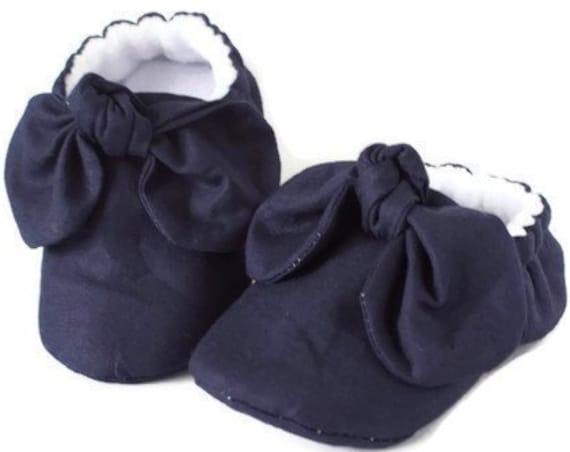 baby girl shoe, baby shoe with bow, navy baby girl shoe, girls shoe, girls mocc with detail. Blue girls shoe.