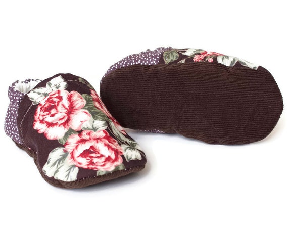 Baby girls shoes, booties and crib shoes. girls shoes, baby shoes, vintage floral and brown corduroy fabric girls shoes.