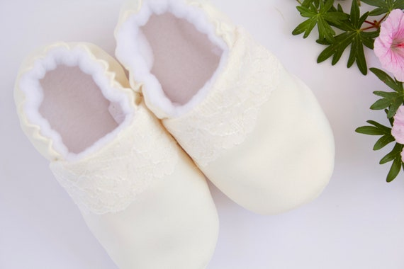 Baby shoe, baby shoe girls, baby girls shoe,girls christening shoes, baby shoes, baby moccs, ivory shoes for girls