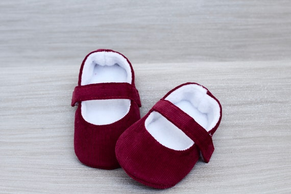 Baby shoes, baby girl shoes, Burgundy shoes, baby Mary Jane, Red baby shoe, Burgundy corduroy Mary Jane girls shoe.
