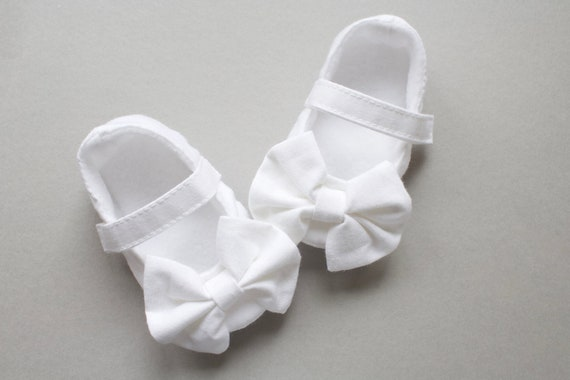 Baby shoes, girls shoes, baby girls shoes, baby shoes girls, baby Mary Janes, White cotton bow Mary Jane baby shoe.