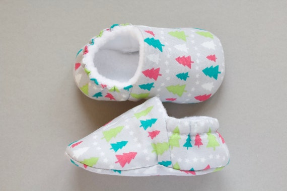 Baby shoes, Christmas shoes, baby girls shoe, baby shower gift, Christmas baby shoe, Grey Christmas tree shoe, booties and crib shoes