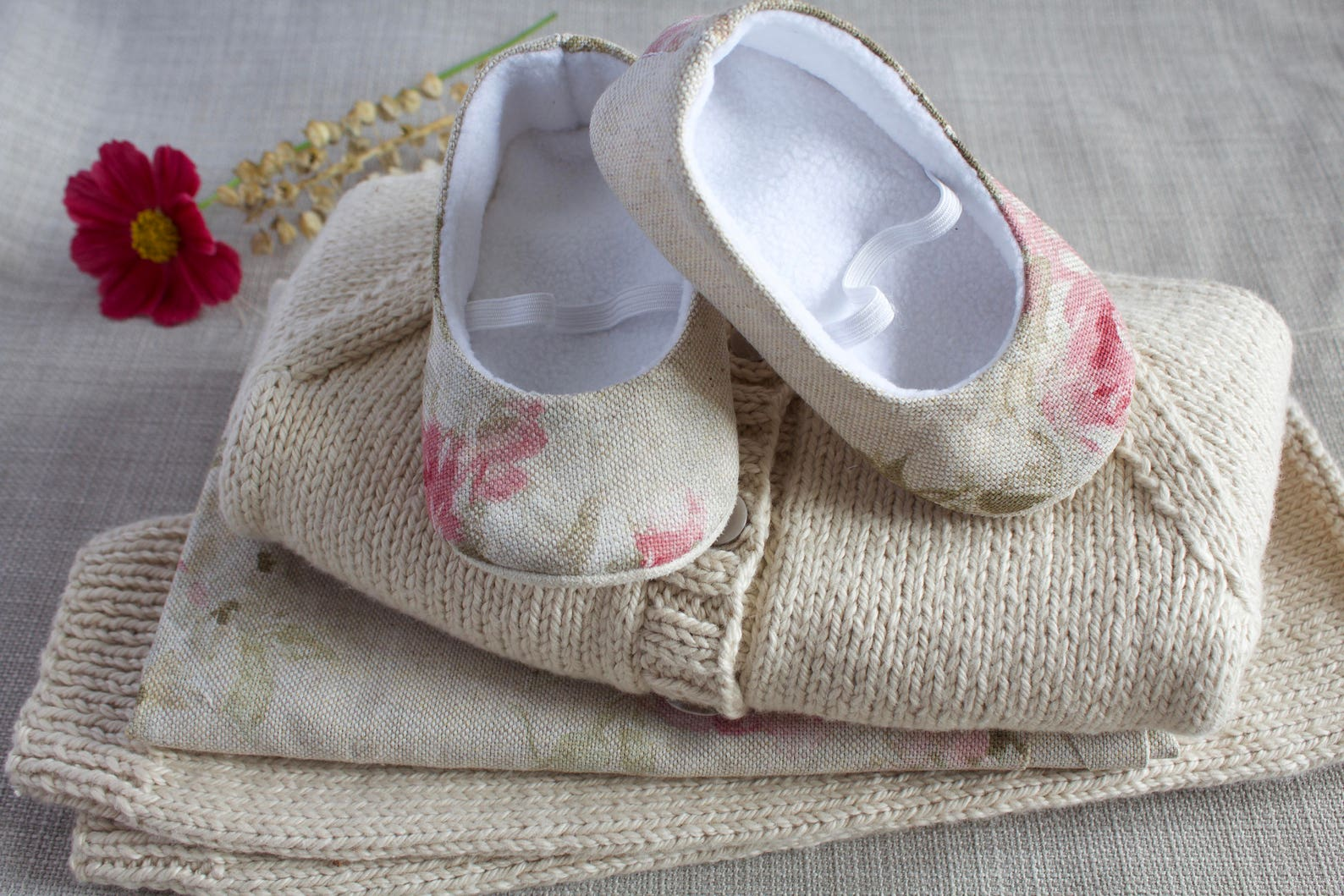 linen and cotton mix ballet flats. pre walkers and toddlers